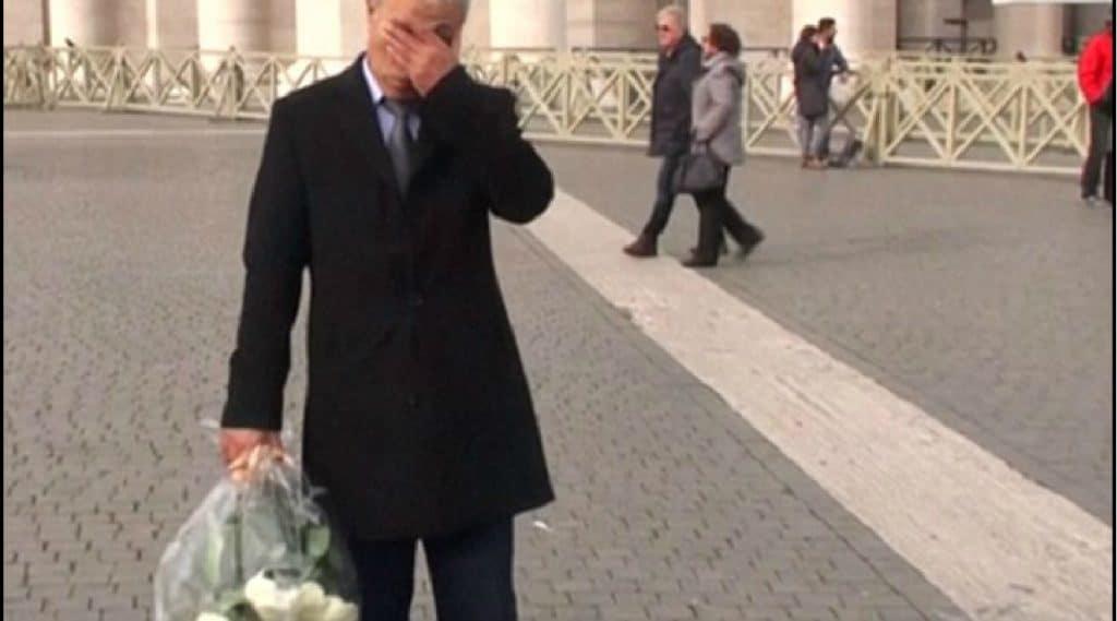 Photo: Capture d'écran d'une vidéo mise en ligne sur: http://www.dailymail.co.uk/news/article-2888550/Man-tried-kill-Pope-John-Paul-II-puts-roses-tomb.html. Source originale: Adnkronos International