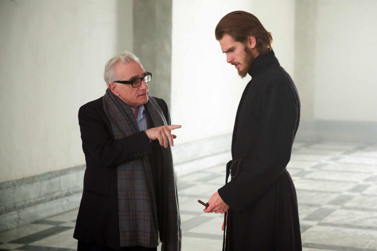 Martin Scorsese et Andrew Garfield sur le plateau du film SILENCE Kerry Brown © 2016 Paramount Pictures.