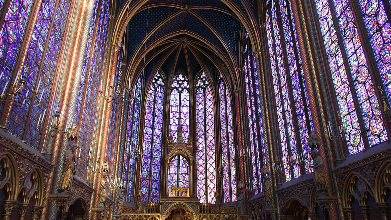 Vitraux de la Sainte Chapelle, Paris (photo: Pascal Bernardon / unsplash.com).