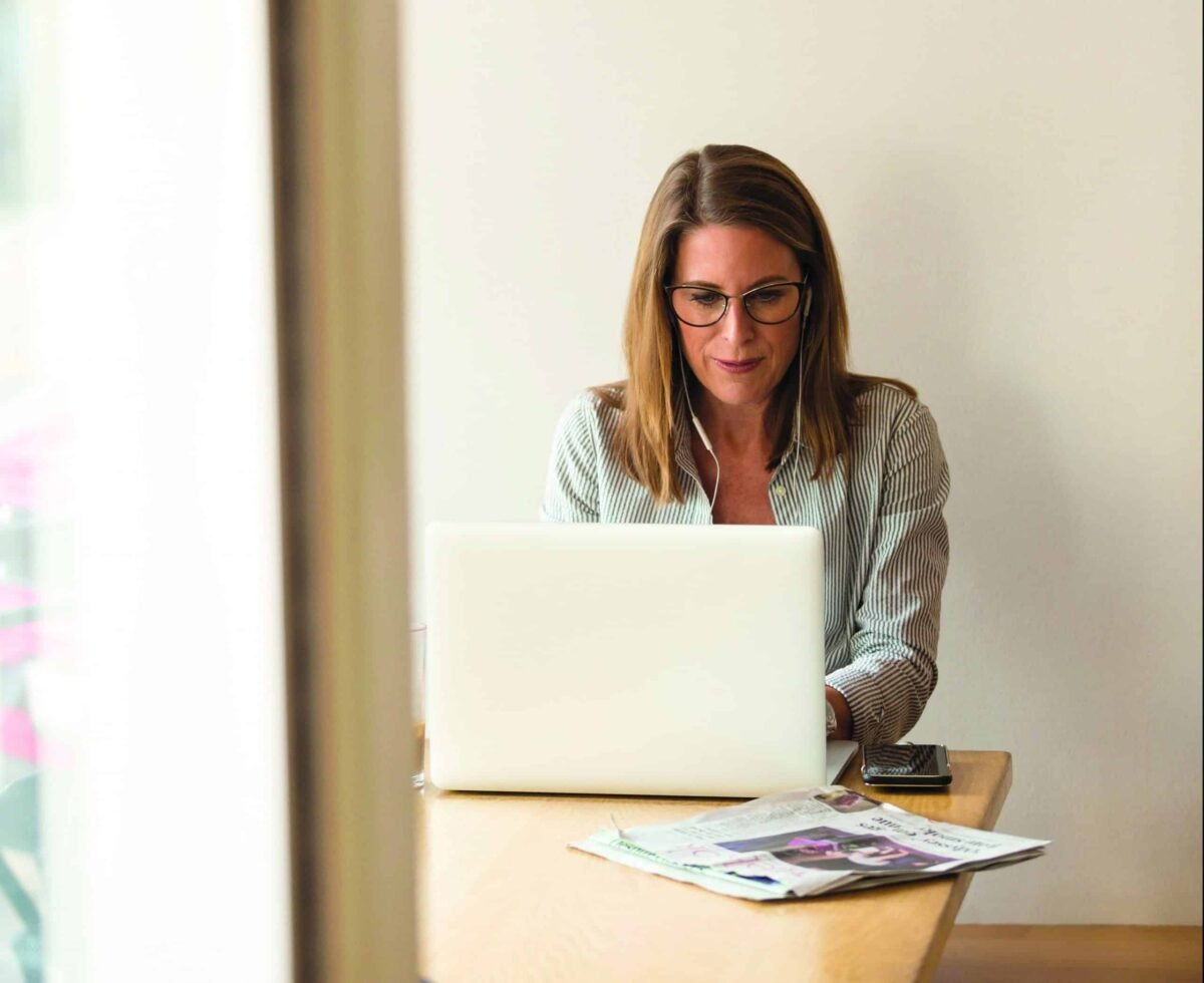 femme-ordinateur-travail